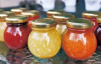 柿、ゆず、イチゴ等で作られたジャム