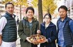 (右から)山田代表、藤垣さん同大の善場光佑さん、藤本シェフ