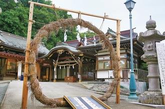 琴平神社に設置中の茅の輪
