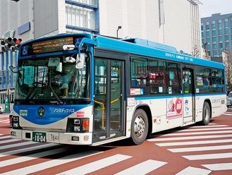 川崎駅前を走る市バス