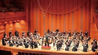 横島さんが指揮するオーケストラ=横島さん提供