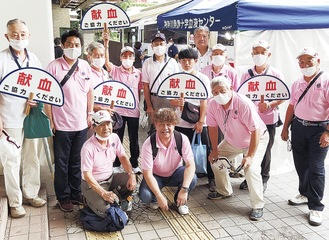 川崎白百合ライオンズクラブのメンバー=同クラブ提供