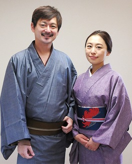 香代役の飯野さん(右)と留吉役・神さん=同劇団提供