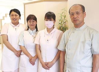 「歯周病のことはプロに気軽にご相談を」(中山歯科医師・写真右)