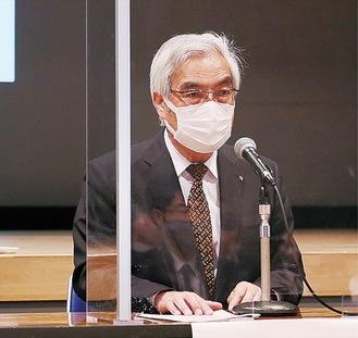 議題を進行する小塚会長