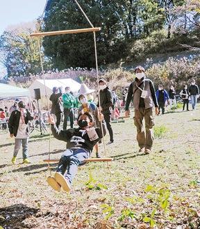 野外活動体験などができる=写真は昨年11月のイベント