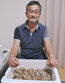 蛍の繁殖を行っている藤田さん
