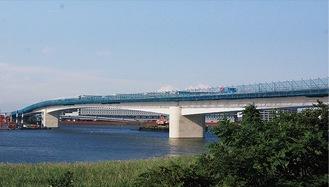 今年度末の開通に向け整備中の橋