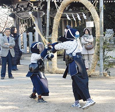 小学生剣士が奉納試合