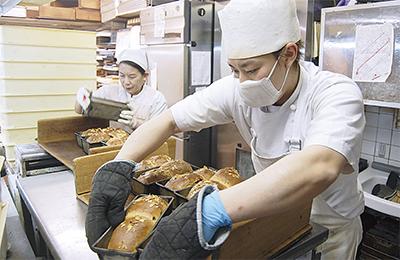 不休のパン作りに思いを込めて
