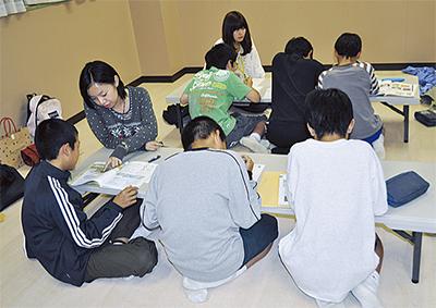 大学生が自習を支援