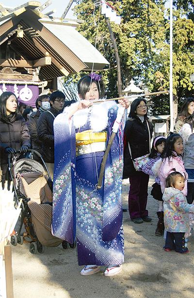 高石神社で伝統の流鏑馬