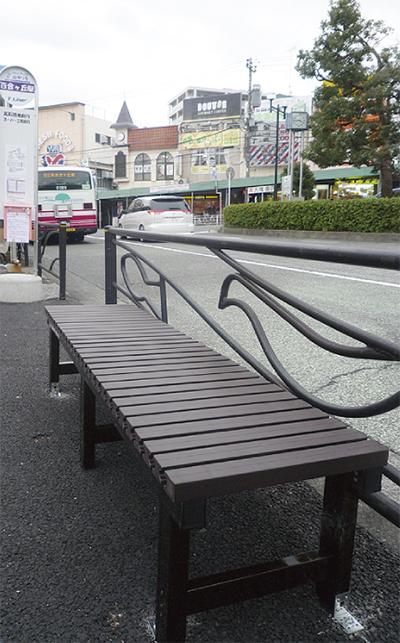 停留所にベンチを新設