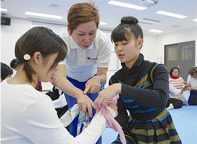幼児救急の処置学ぶ