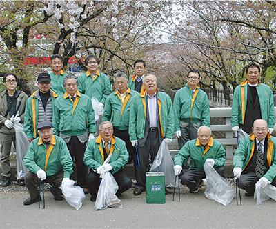 麻生川沿いを清掃