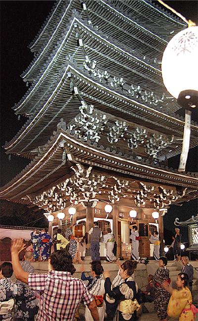香林寺で五重塔盆踊り
