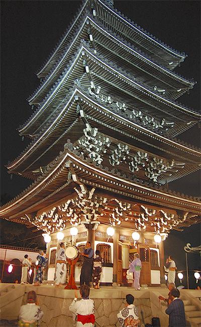 香林寺で伝統の郡上踊り