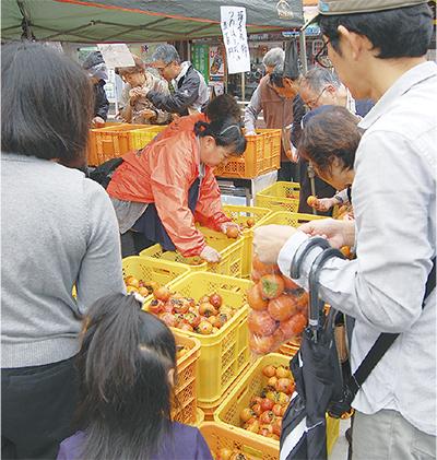 柿まつりに3000人