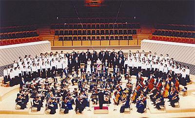 東京交響楽団と協演を