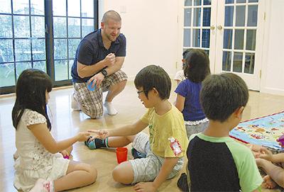 ネイティブ講師による英会話自然と海外に親しむクラス