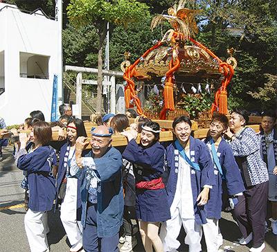例大祭で伝統の神輿
