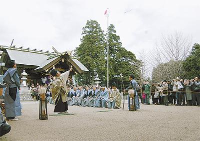 伝統の流鏑馬神事
