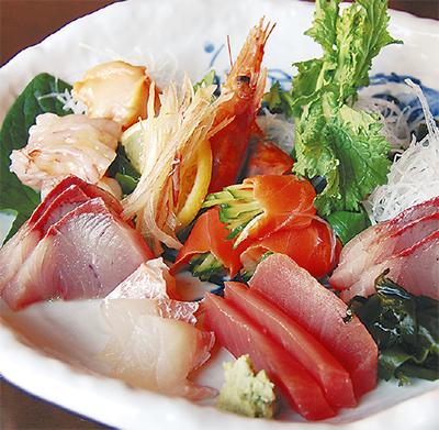 旬の鮮魚料理を隠れ家空間で...