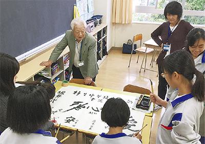 91歳の師範が書道伝授