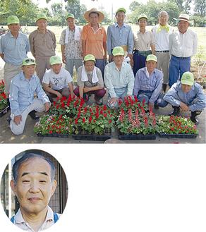 寄贈された花苗とともに写る桜川公園愛護会のメンバー。下は渡辺代表取締役