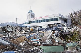 写真展「津波に襲われた町 岩手県大槌町、山田町」で被災地の被害の大きさを伝える