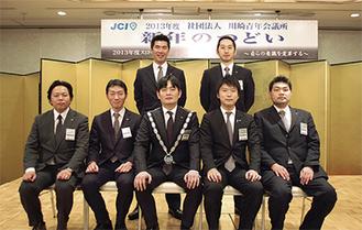 1月1日付で就任した新執行部(=中央が山根理事長)