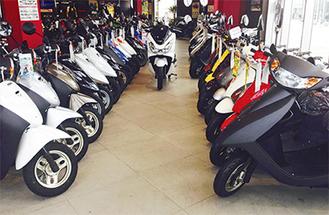常時400台以上のバイクが並ぶ
