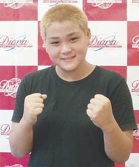 ファイティングポーズを決める田中選手