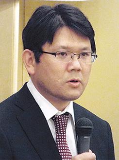 抱負を述べる小松原支部長