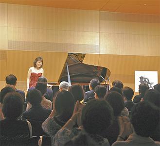 コンサートに出演するピアニストの小川典子さん