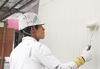 「一回一回丁寧に塗らせていただきます」と河田社長