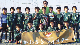 リバーFCの優勝メンバーと久保田さん