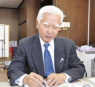 名言などをノートに書き記す石川社長