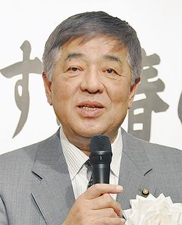 市政報告を行う飯塚市議