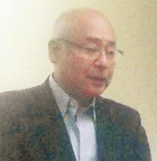 あいさつに立つ加藤理事長