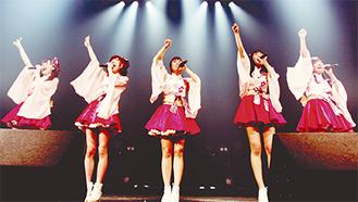 川崎の地域活性化に一役買うご当地アイドルグループ「川崎純情小町☆」。地域での知名度も日に日に浸透しているという。(C)ホワイトウルフ