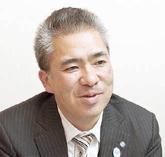 取材に応じる鈴木康伸社長