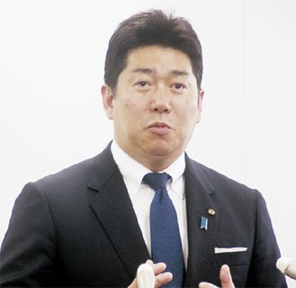 会見で出馬への思いなどを語る福田氏