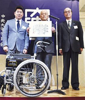 左から福田市長、森山功相談役、松木支部長