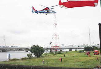 ヘリ救出訓練の様子(臨港消防署)