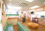 キッズスペースやおむつ台なども完備した清潔な院内