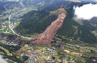 熊本地震・土砂崩れの南阿蘇村