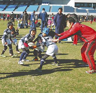 ラグビーを楽しむ子たち(1月、等々力で)