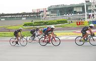 競輪場で競技自転車教室