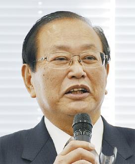取り組みを報告する岩崎市議